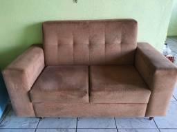 Vendo um sofá e uma maca