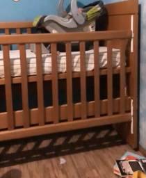 Carrinho de bebê de madeira maciça