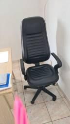 Cadeira diretor encosto alto (Muito Nova)