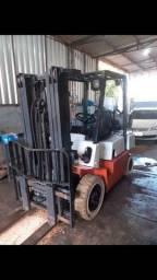 Empilhadeira capacidade 2,500 kg