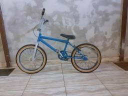 Vendo blicicleta , ARO 20 vmax ,cor azul ,freio de tras, peneus ótimos semi novo