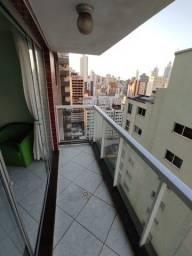 Apartamento c/ 3 dormitórios na avenida central de Balneário Camboriú