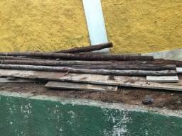 Resto de madeira de obra