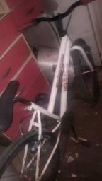 Uma bicicleta está em uso ja