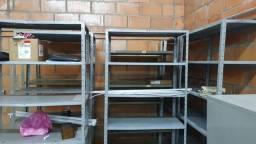 prateleiras de aço usadas