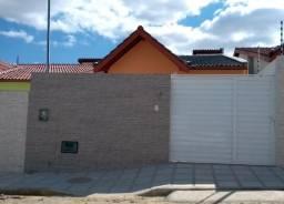 Casa bem dividida com 3 quartos,beco e portão de aluminio