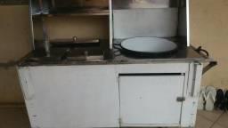 Carrinho de pastel usado como carrinho de cachorro quente
