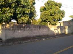 Vende-se lote plano e murado localizado em área nobre do balneário de Iriri-ES