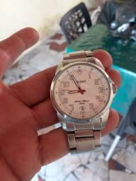 Relógio orient bem conservado.
