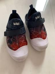 Sapato e sandálias de menino
