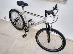 Bicicleta com quadro em alumínio