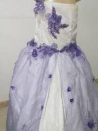 Vende-se Vestido de Daminha Branco e Lilás. Usado 3x