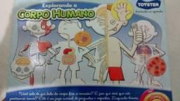 Brinquedo explorando o corpo humano da Toyster
