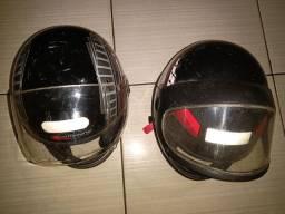 Vende se dois  capacetes um pneu