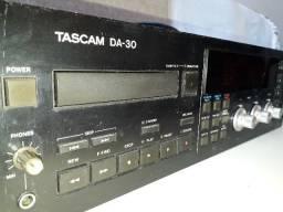 Tascam Tape Deck DA30,sem uso a anos,liga,acende td,vendendo no estado.