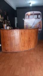 Balcão de madeira c interior em mdf e gavetas