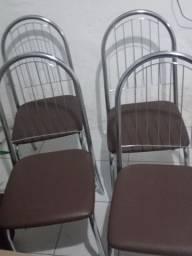 Quatro cadeiras de alumínio