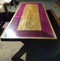 Mesas e bancos rústicos