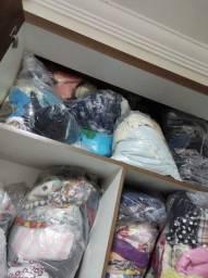 Retalhos de malha e tecido plano para confecção de roupas.