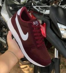 Tênis Nike Basic
