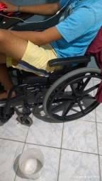 Título do anúncio: Cadeira de rodas mais de banho
