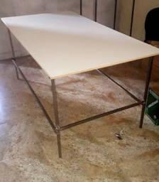 Mesas de corte de todos os tamanhos