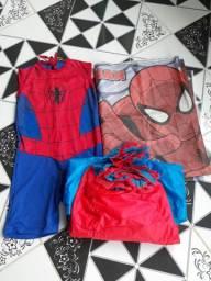 vendo fantasia do homem aranha +painel + babando de mesa por 40 reais