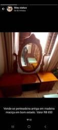 Penteadeira antiga em madeira