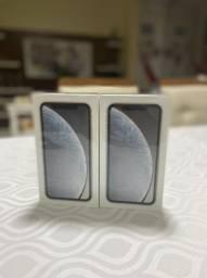 Iphone XR branco ou preto de 64 ou 128gb LACRADO e c NOTA em até 18x