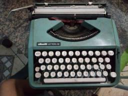 Vendo máquina de escrever ou troco por um drone semi novo