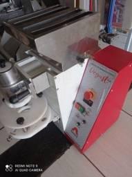 Máquina de fazer salgados e doces usada com garantia, super conservada
