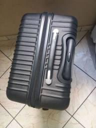 Vendo uma mala rígida grande tamanho G.