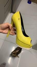 Vendo 2 sapatos número 36 marca Carmen sttefens  original