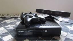 Xbox 360 Desbloqueado - 2 Controles + Kinect (Usado)