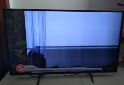 Televisão com tela quebrada