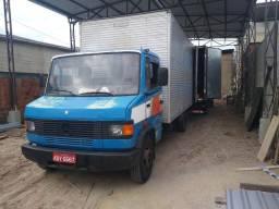 Caminhão MB 709 x fusca