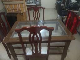 Mesa de sala quatro cadeiras de madeira