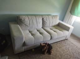Sofá semi-novo de três lugares