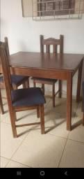 Meda com 4 cadeira
