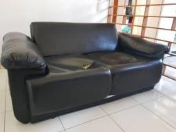 Sofá cama com almofadas