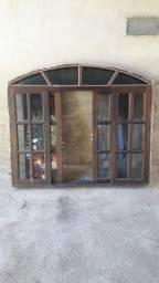 Vendo janela colonial de Madeira 1,20 altura x 1.40 largura