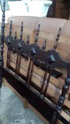 Cama solteiro de madeira colonial