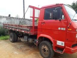 Vendo Caminhão VW Vermelho - 1987
