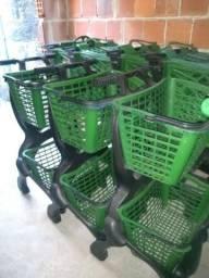 Carrinhos de plástico de duas cestas