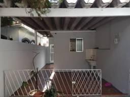 Casa térrea com 1 Quarto, Quintal e Garagem Vista Alegre Irajá Via Brasil