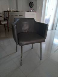2 cadeiras cinzas