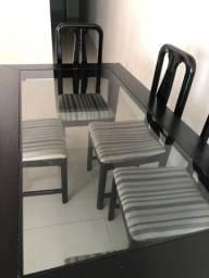 Mesa madeira com 5 cadeiras
