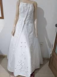 Vende-se Vestido de Noiva. Usado 3x