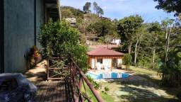 Charmosa cobertura duplex em Itaipava