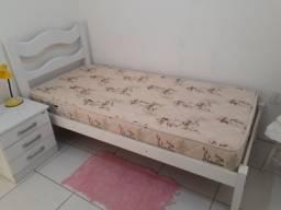 Cama de solteiro + colchão + criado mudo usados